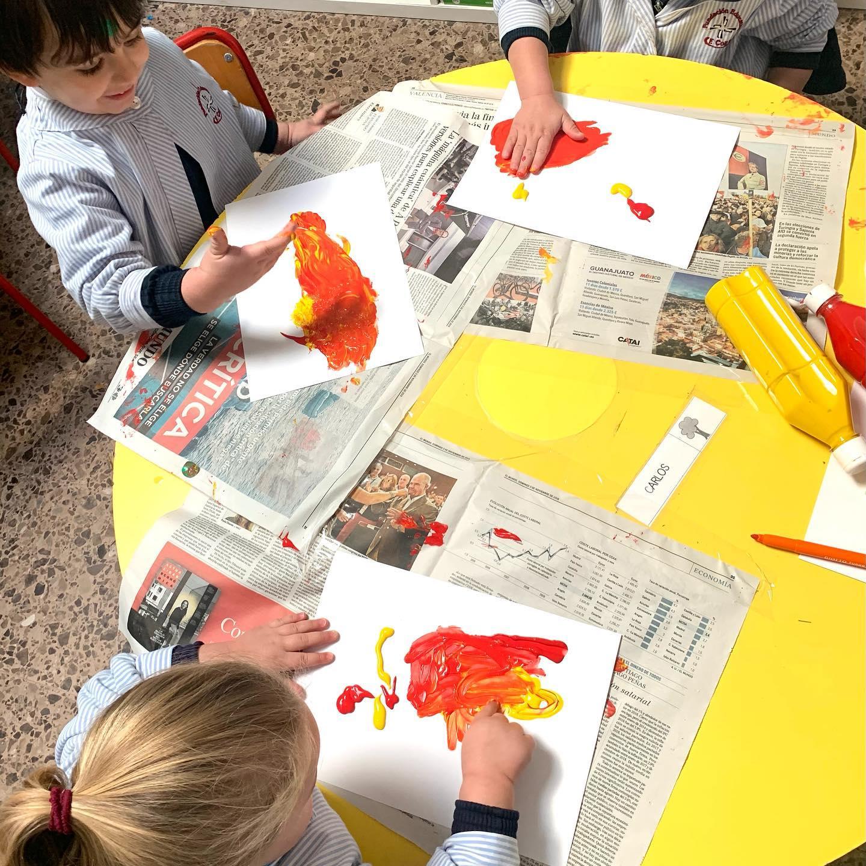 proyecto de las profesiones en 1º Infantil pintura